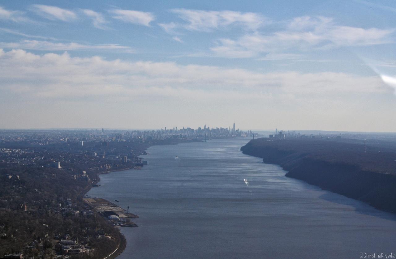 Nördlich an Manhattan vorbei, die City trotzdem zu sehen