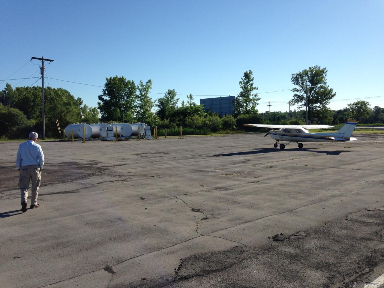 Buffalo Suburban Airport - der Sprit so nah aber leider unter Verschluss