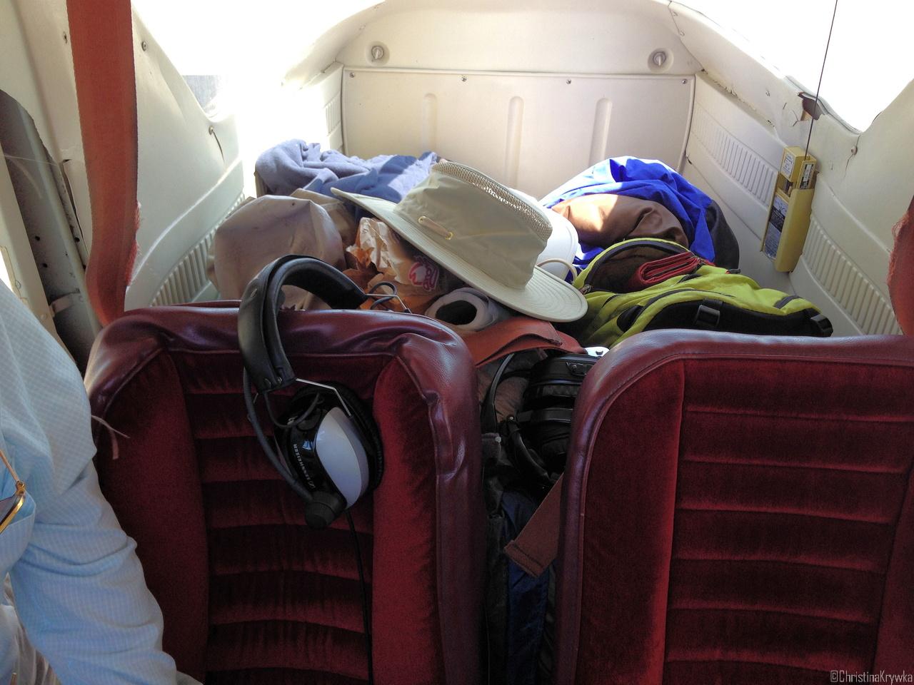 Mehr oder weniger ordentlich vollgepacktes Flugzeug
