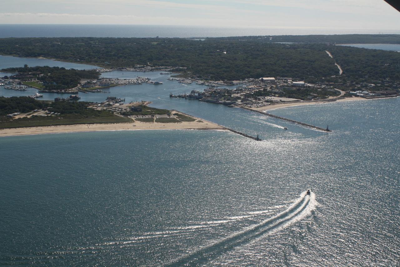 Vom Gegenanflug nach links in den Hafen zum Queranflug